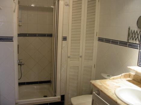 Grosse 3 Schlafzimmer Wohnung ruhig gelegen.