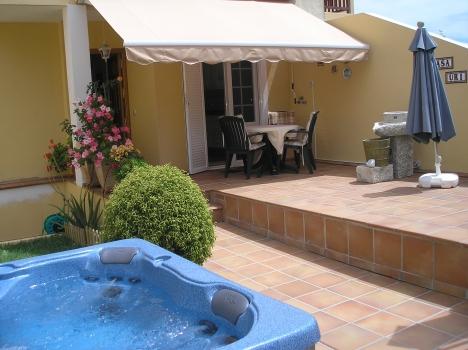 La paz estupendo chalet con jard n terrazas jacuzzi y - Terrazas con jacuzzi ...