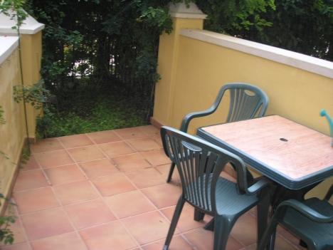 Precioso apartamento amueblado con patio interior terraza for Trastero jardin