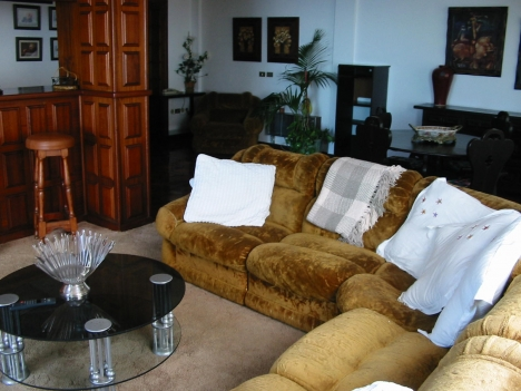Ground floor of large home with views in Sta. Úrsula.