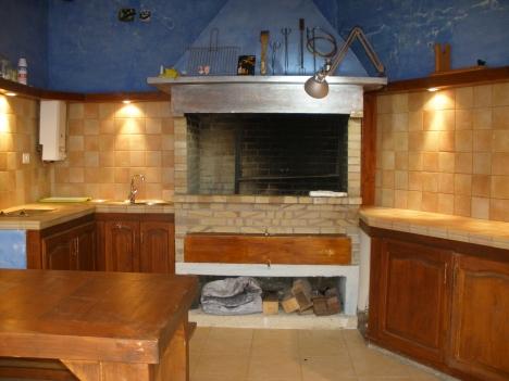 Muy buena casa con bonitas vistas y amplia terraza for Cocina barbacoa exterior