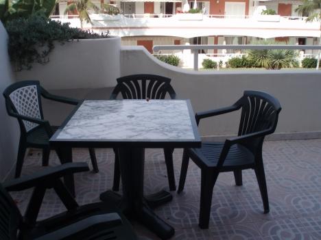 Fantastico apto con terraza y 2 piscinas.