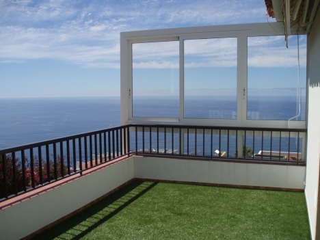 2 floors home in the sun with extraordinary views.