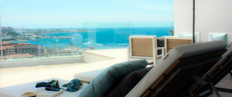 Elegancia, lujo, sol y vistas al mar. Qué más necesita?