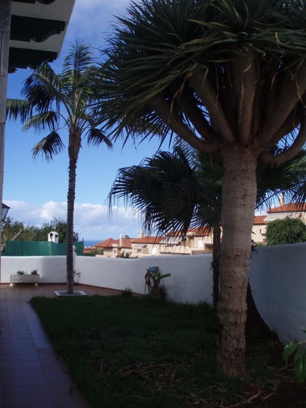 Chalet familiar amueblado con terraza y jardín en el Puerto de la Cruz.