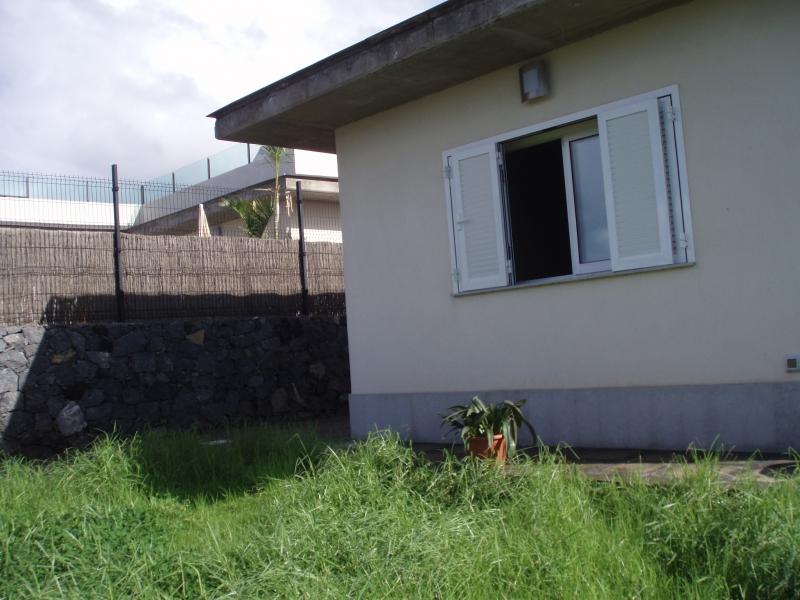 Modernes Einfamilienhaus mit Garten und Teideblick.