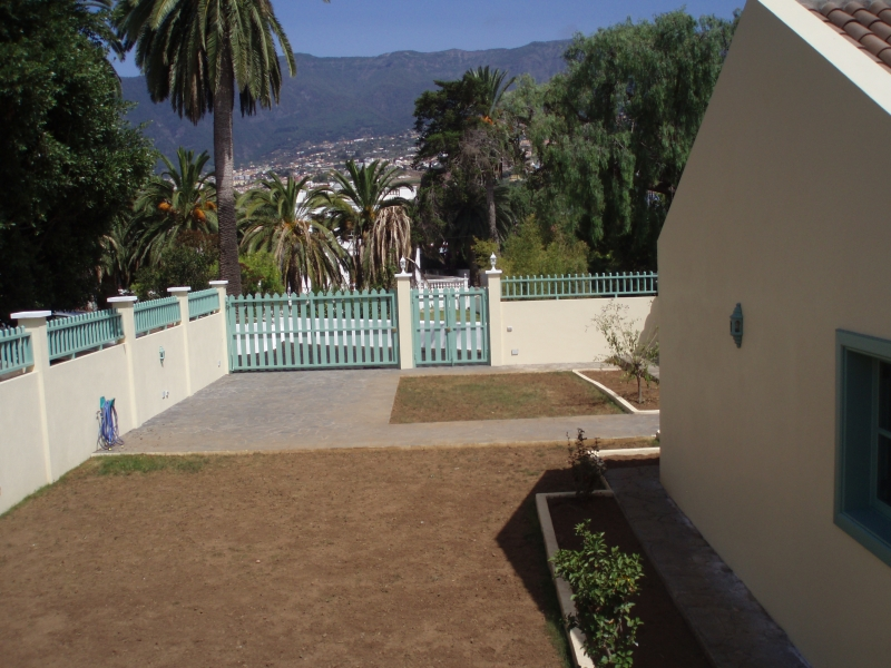 Old canaryan home with garden.