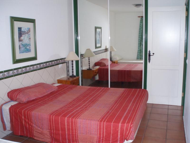 1 Schlafzimmerwohnung in schoener Anlage mit Pool.