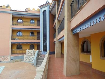 Nagelneue 2 Schlafzimmerwohnung mit groessen Balkon, Pool & Garagenstellplatz.