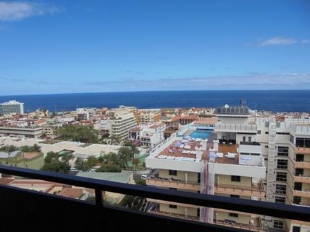 En pleno corazón del Puerto de la Cruz con terraza, piscina y vistas al mar o al Teide.