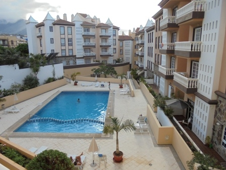 Sunny flat with pool in Puerto de la Cruz.