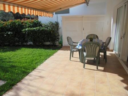 Maravilloso estudio soleado y tranquilo con terraza , jardin y piscina.
