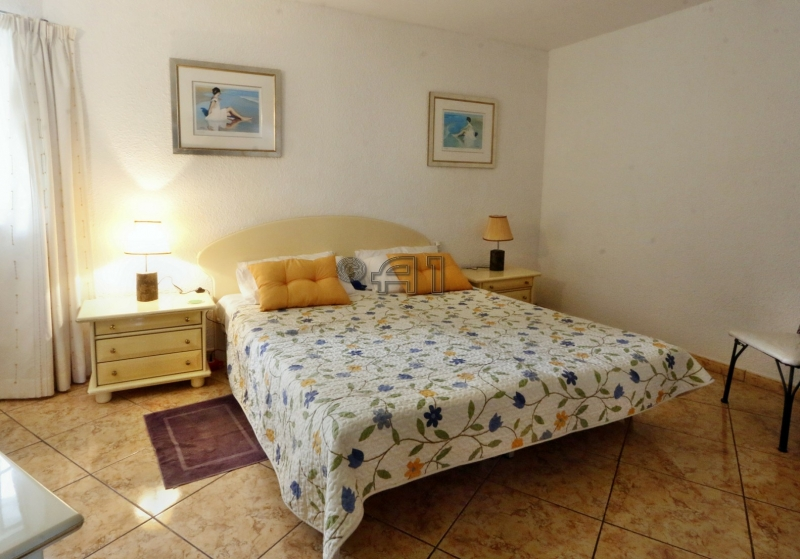 Tenerife South San Eugenio Bajo Chic 2 Bedroom Apartment Seafront Location