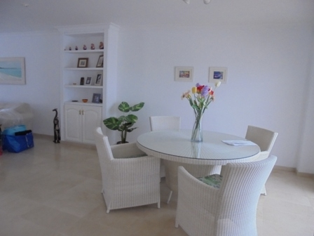 Sunny detached townhouse near La Paz.