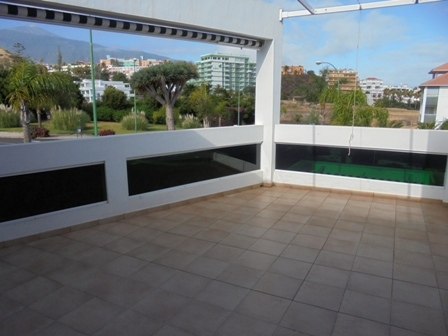 Fantastic sunny flat with terrace.
