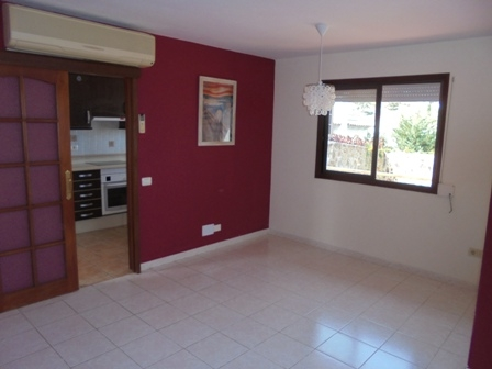 Family home with separate studio, large garden and ocean views in El Sauzal.