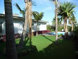 Neues Haus im exklusive Wohnlage mit Garten, Pool und Terrasse