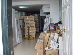 Spacious warehouse / storehouse with private parking.