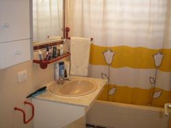 Estupendo apartamento, reformado, con piscina climatizada.