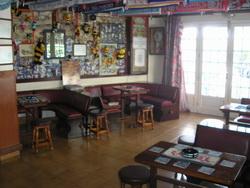 einer emblematischen Bar mit Kunden, sehr profitabel
