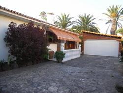 Sehr schönes Villen mit Grosses Grundstuck im Zentrum von Puerto cruz.