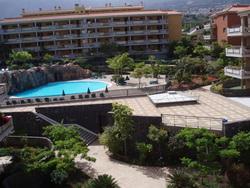 Ground floor apt like new with terrace & 2 pools.