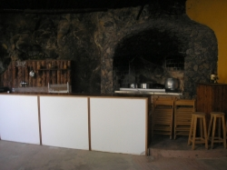 Huge property with wide spaces and land. Incluiding small restaurant.