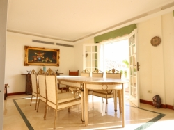 Luxus-Villa mit fantastischem Meerblick und Pool in bester Lage (San Eugenio Alto)