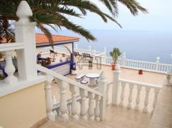 Puerto de Santiago: Luxury Townhouse incl. 3 Apartments, Pool + 400 sqm Panoramic Sea View Terrace