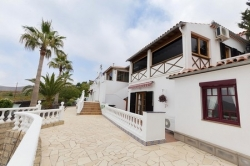 SUPERB VILLA   TOTALLY PRIVATE, ON ITS OWN 7.500 SQ. MTR. PLOT