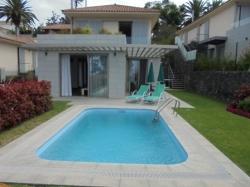 Moderne Villa mt Garten, Pool und Meerblick.