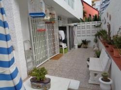 Apartamento amplio con terraza, parking  y bajo en comunidad!