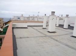 ¡Oportunidad! Estudio amplio sin amueblar con balcón, azotea comunitaria, directamente a la Plaza del Charco!