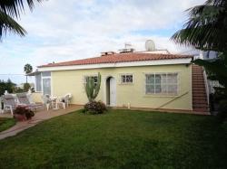 Teneriffa, Haus/Chalet in Puerto de la Cruz, Doppelhaushälfte im Bungalow-Stil mit separatem Apartment