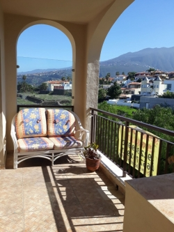 Teneriffa, Appartement in Puerto de la Cruz, Gelegenheit! Schöne Wohnung mit Terrasse, Pool und Garage mit Abstellraum!