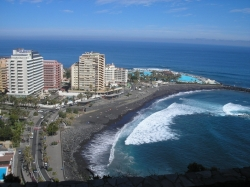 Tenerife, Studio in Puerto de la Cruz, LA PAZ1!! IKARUS,, spacious studio, fully furnished, with great views to the Teide and the sea, h