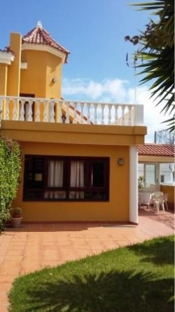 Tenerife, House/Chalet in Santa Úrsula, Opportunity! Very spacious semi-detached house with 5 bedrooms, terraces, garden, garage...