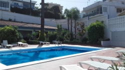 Tenerife, Studio in Puerto de la Cruz, Beautiful studio, penthouse, renovated, well furnished and equipped, communal pool.