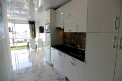 Schönes Studio, Penthouse, renoviert, gut eingerichtet und ausgestattet, Gemeinschaftspool.