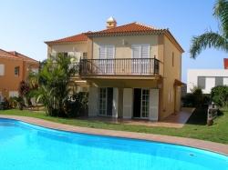 Teneriffa, Haus/Chalet in Santa Úrsula, Gelegenheit! GroßenDoppelthaus mit Gemeinschaftspool in einem Wohngebiet nahe dem Meer