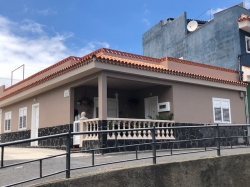 Tenerife, House/Chalet in La Guancha, Canarian house view to Teide, very spacious with 2 kitchens, 2 living rooms, huge terrace.