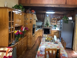 Casa Canaria con vistas al Teide, muy amplio con 2 cocinas, 2 salones, bodega.