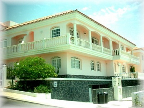 Duplex townhouse in Callao Salvaje