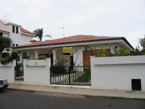 Sonniges Haus mit grossen Garten in Puerto .