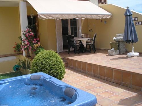 La Paz: attraktives Haus mit Jacuzzi im Garten, Terrassen, Wintergarten, große Garage.
