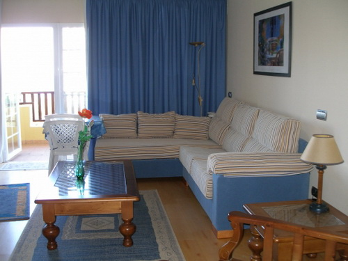 Nice studio with tenis court, pools and gym.
