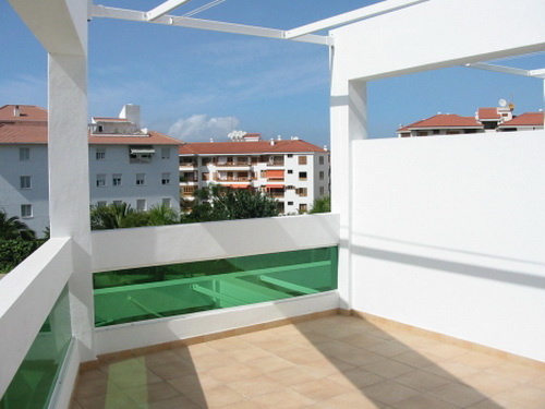 Super sunny 1 bedroom apt with terrace.