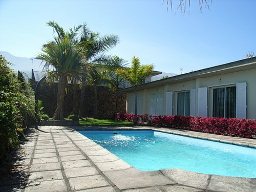Nuevo chalet con jardín, piscina y terraza