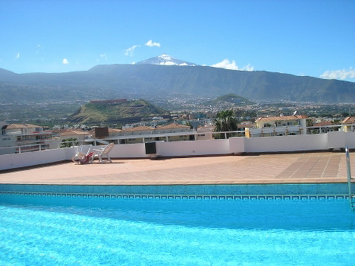 Investment! Nice and complete furnished studio with sunny terrace and nice views. Community pool.