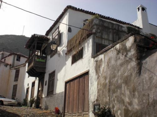 Casona antigua con jardines, huerto, pequeño bar - restaurante